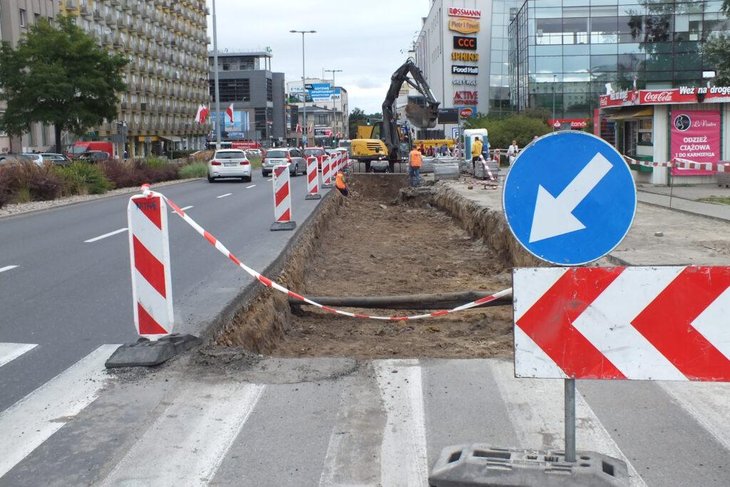 Prace budowalne przy zatoce autobusowej przy ul. Władysława IV