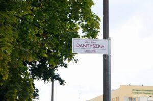Tablica z nazwą ulicy Dantyszka