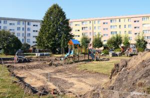 Prace budowlane na placu zabaw przy ul. Błękitnej