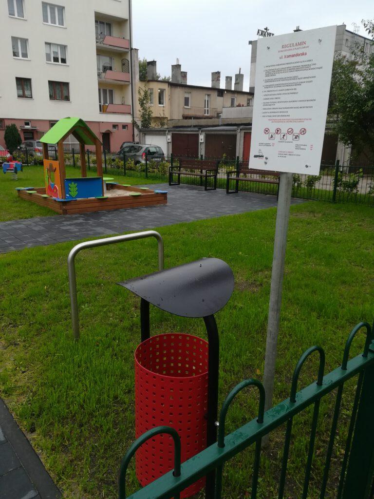 Plac zabaw przy ulicy Komandorskiej 18-20