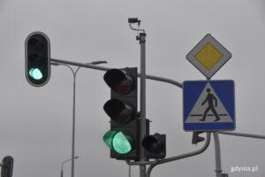 Detektory na przejściu dla pieszych na skrzyzowaniu ulic Dąbka- Staniewicza
