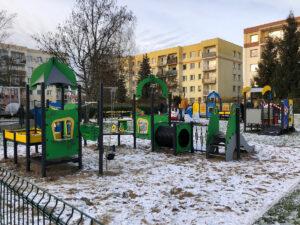 Zestaw integracyjny na placu zabaw przy ul. Korzennej 7