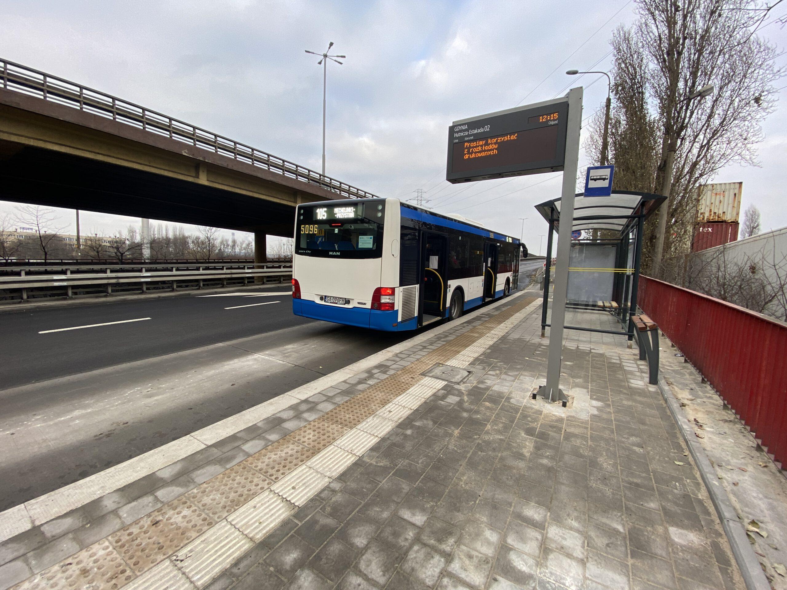 Zatoka autobusowa po modernizacji // fot. ZDiZ