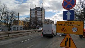 Znaki informujące o remoncie, w tle ul. Morska // fot. ZDiZ