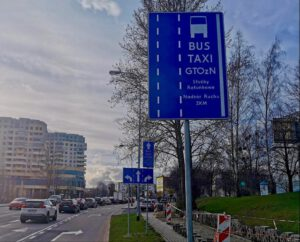Znak pionowy informujący o buspasie // fot. #dzielnicewGdyni